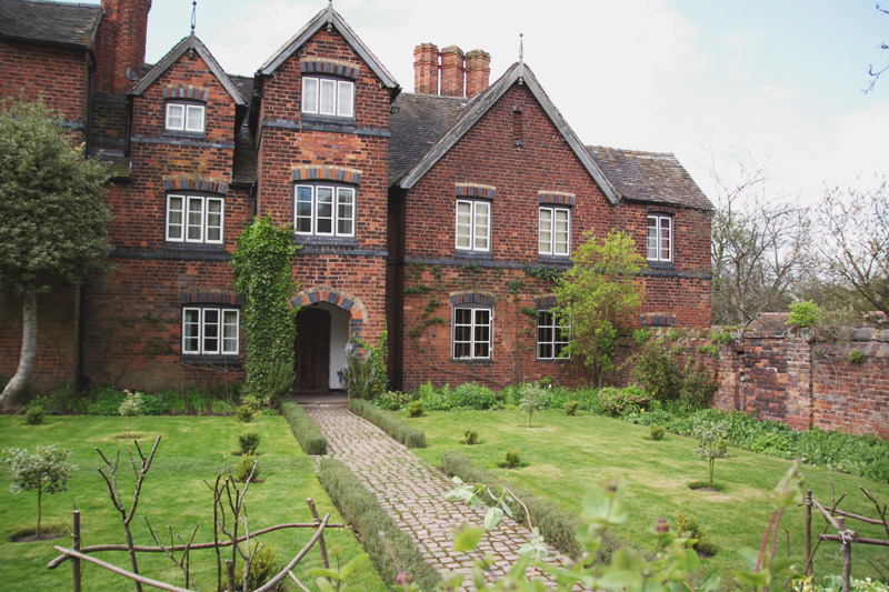 Read Moseley Old Hall & Wightwick Manor by April