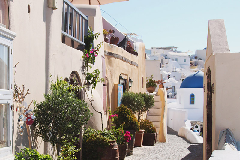 Read A Day in Oia and Fira – Santorini by April