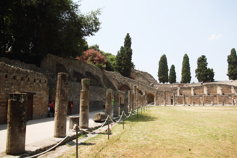 Read Exploring Naples, Sorrento & Pompeii in a Day by April