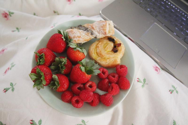 Healthy Breakfast - Berries & Pastires
