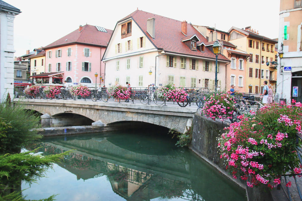 Read Annecy Old Town by April